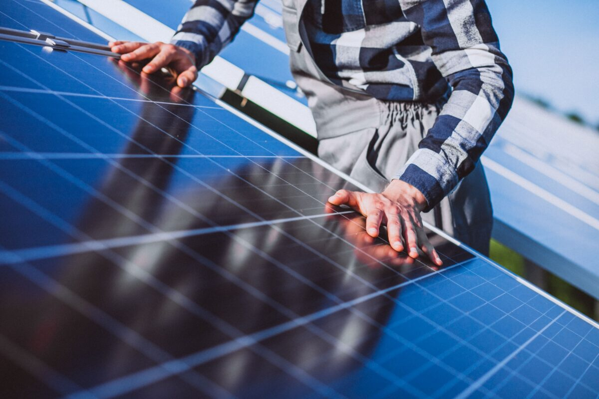 man-worker-in-the-firld-by-the-solar-panels-min