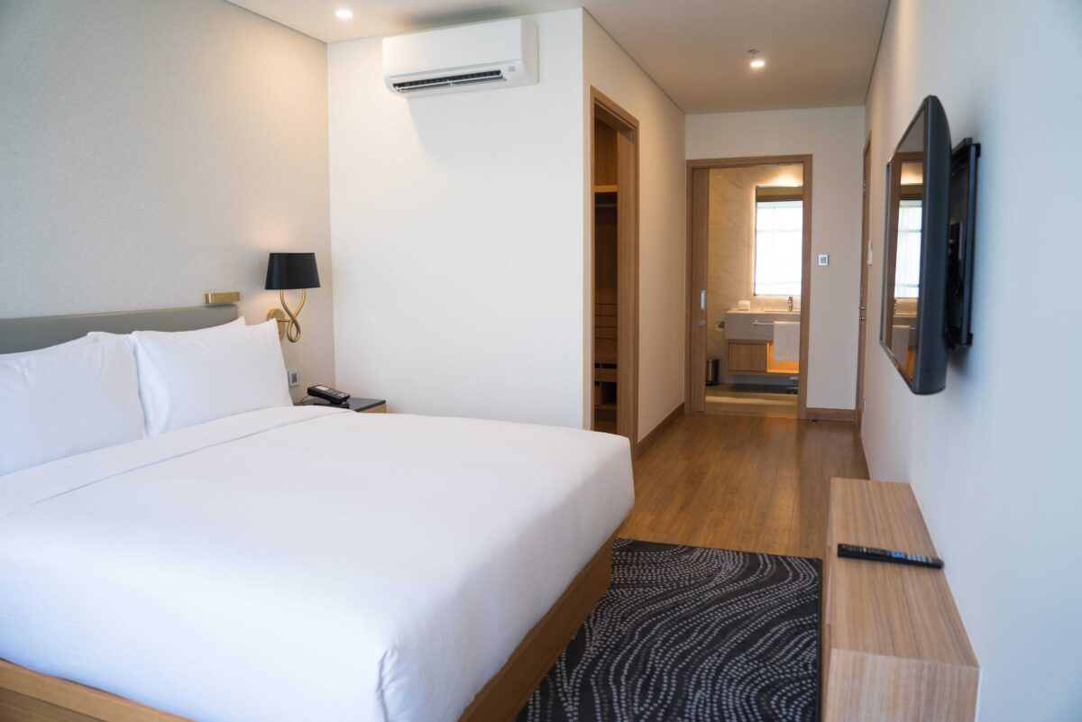small-hotel-room-interior-with-double-bed-and-bathroom-min (1)