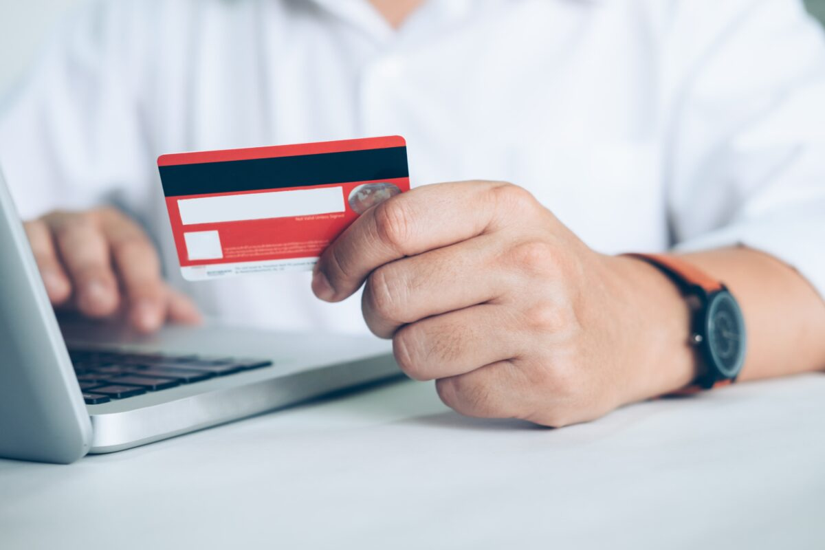business-online-shopping-concept-people-shopping-and-pay-by-credeit-card-min