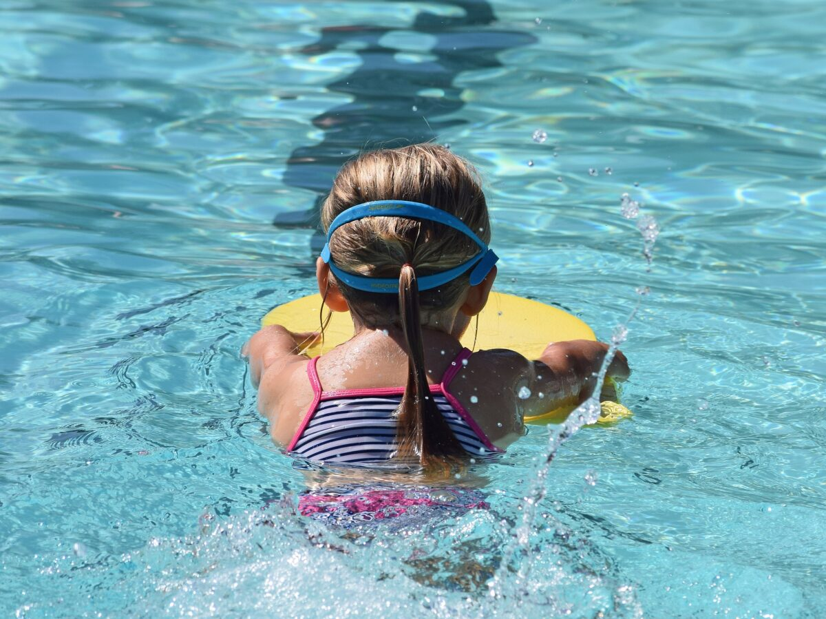 young-swimmer-g334d0c221_1920